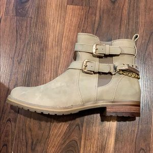 Call it Spring Boots, sz 7